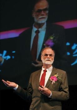 美国计算机科学家、图灵奖获得者詹姆斯·尼古拉·格雷(Jim Gray)